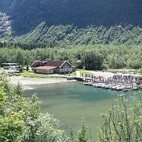 Tradisjonsrik lokal mat, båttur på Lovatnet, kano / robåt utleie og overveldende natur