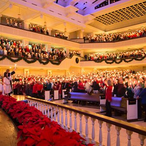 Christmas Eve worship at St. Andrew draws thousands for services that last throughout the day.