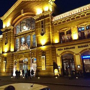 Budapest - Batthyany square - VI Vasarcsarnok, market hall