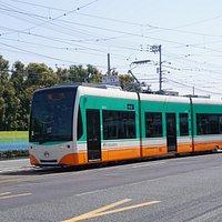 超低床式電車ハートラムⅡが平成30年3月27日から営業運転開始となり、高知の街を走っています。