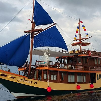 Phinisi FLORENCE 01. Luxury and comfortable sailing boat around Komodo National Park.