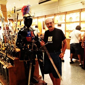 Damassquinados Suarez'de zırh ve kılıçlarla