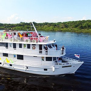 Celebre sua festa de fim de ano desfrutando das maravilhas da Amazônia a bordo do iate Marie.