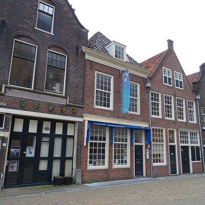 """""""VVV Delft;Tourist info next to Nieuwe Kerk-Markt Delft"""""""