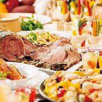 洋食、中華、和食、スイーツのお料理をブッフェスタイルでお楽しみいただけます。