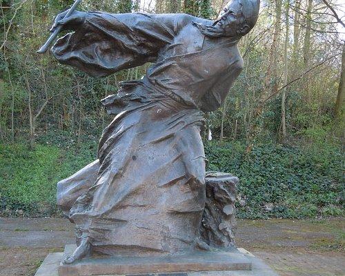 La sculpture, entrée du parc côté avenue Jean Moulin