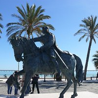 La statua di Re Manfredi a Manfredonia