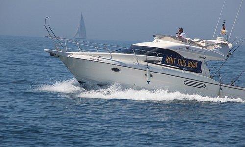 Relax in Lovit Charter Puerto Banus. Astondoa 36 hire boat in Marbella. Marbella charter