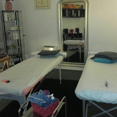 Cabina preparada para masajes en pareja