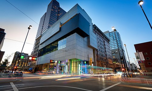 Exterior of the Zaha Hadid-designed Lois & Richard Rosenthal Center for Contemporary Art