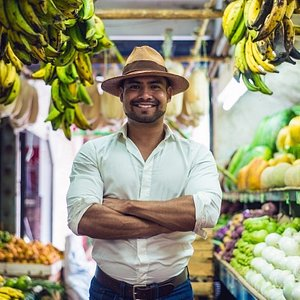 Our guide is waiting for you to walk throug the market and show you extraordinary treats.