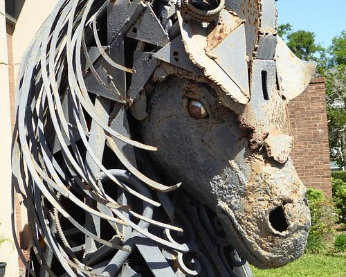 Close-up of the horses head at the entrance to the Art Gallery