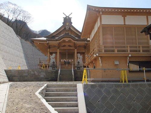 川原湯神社 本殿と神楽殿