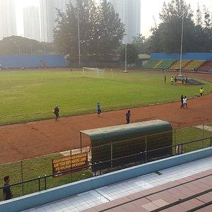 Stadion dan lapangan bola, arena atletik Soemantri Brodjonegoro
