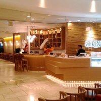 ホテル日航姫路の1階にあるレストランです