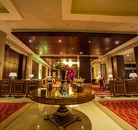 The Lobby Lounge is perfect ambience for professional breakfast meetings or an evening of cockta