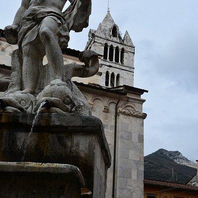 Statua del Gigante ed il campanile del Duomo