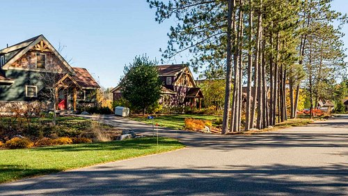 Ten Private Luxury Cottages. Spacious three-bedroom,1700 square feet