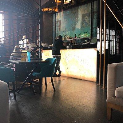 Gutes kleines Cafe mit Terrasse und schönem Innenbereich. Kaffee ist perfekt