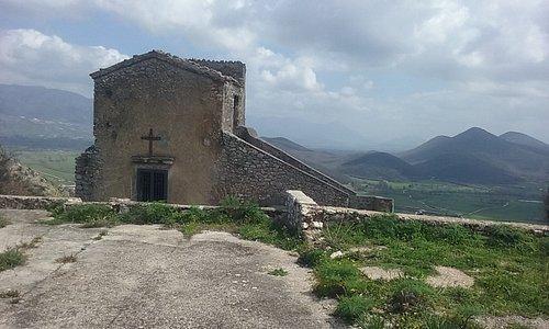 chiesa castello pietravairano