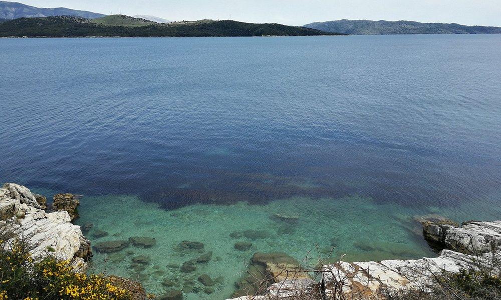 Buchten, Steinfelsen zum Schwimmen und Sonnen