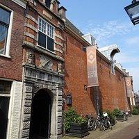 """""""Bibliotheek Haarlem in Kloveniersdoelen uit 1562-1612-1972"""""""