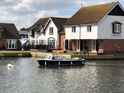 Wroxham Boat Hire. Self drive Norfolk Broads day boats for hire