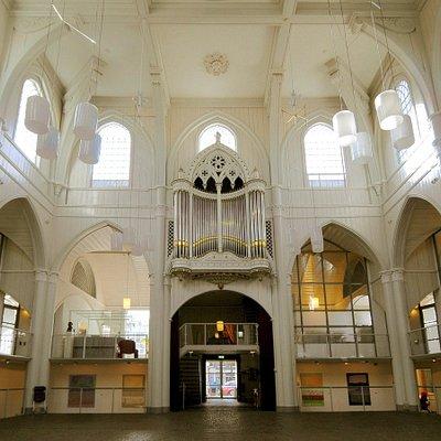 Amstelkerk interior