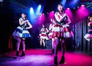 アイドルステージが目の前にあるので、彼女たちとの一体感は他のどこにもない体験となることでしょう!