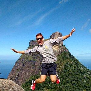 Nosso cliente voando alto de tanta felicidade na Pedra Bonita, Rio de Janeiro.