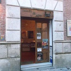 Puerta del local