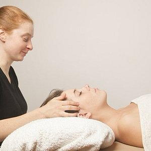 Allow thoughts and tension to melt away with a unique therapeutic head massage.