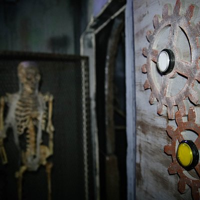 Venture through five chambers of this escape room