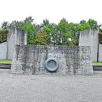 Das Luftwaffen-Ehrenmal am ehemaligen Fliegerhorst Fürstenfeldbruck