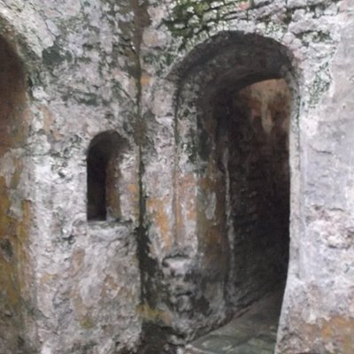 ENTRANCE TO SIDE CHAMBER
