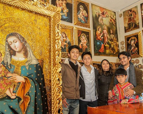 La familia de artista Choque Alvarez y una de nuestras obras representantes.