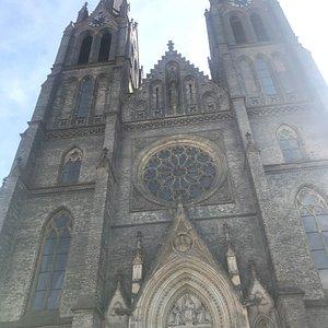 Красивый храм в готическом стиле