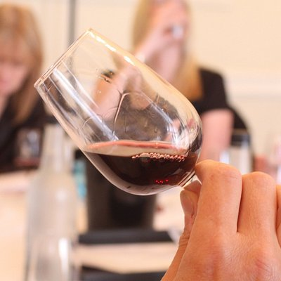 Wine Tasting - Step 1 - Appearance, Learn what causes 'Legs' on the Glass!