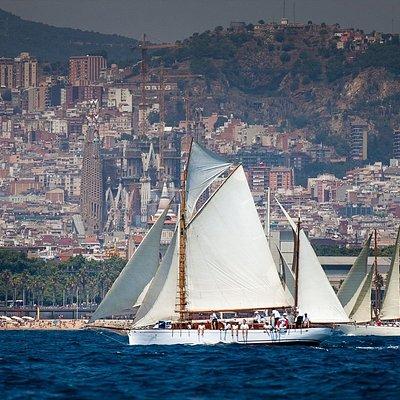 Bon Temps 1926 classic sailing tour Barcelona, Sagrada Familia view from the sea