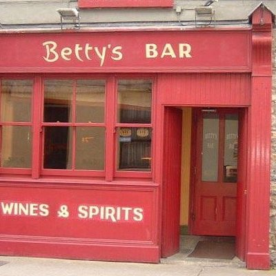 Bettys Bar Strand St Tralee is an old world style family run Pub, 2 mins walk from Town Square.