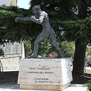 Statua di Rocky Marciano