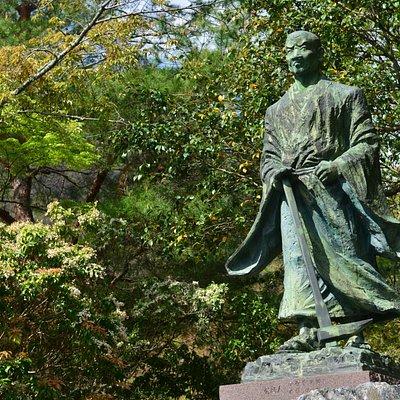 Statue of Suminokura Ryoi