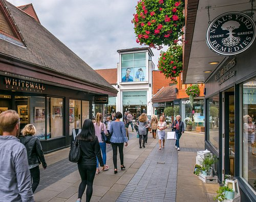 Relaxing open air shopping centre