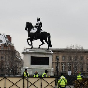 Henri IV on horseback in the snow