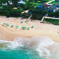Esta foto é aerea da Frente do Restaurante e do atendimento na Praia.