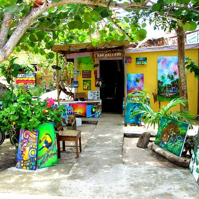 Best art collection, over 40 local artists, attentive and knowlegdable service!