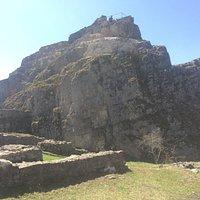 Fels, auf dem die Ritterwohnungen waren