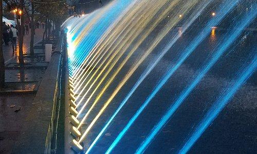 фонтан вечером
