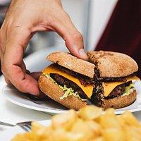 Nuestras hamburguesas para ti o para compartir, prueba nuestra carta con la persona que quieras!