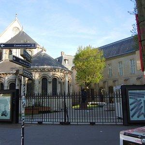 Le square derrière la chapelle